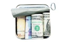 Dinheiro na lata de estanho Fotografia de Stock Royalty Free