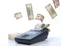 Dinheiro na máquina de cartão do crédito Imagens de Stock Royalty Free