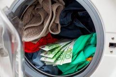Dinheiro na máquina de lavar imagens de stock royalty free