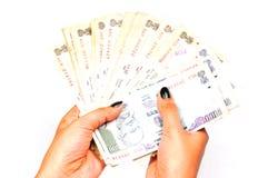 Dinheiro nas mãos Fotos de Stock Royalty Free
