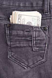 Dinheiro no bolso das calças de brim Foto de Stock