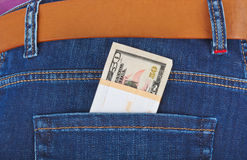 Dinheiro no bolso das calças de brim Foto de Stock Royalty Free