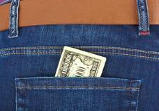 Dinheiro no bolso das calças de brim Fotos de Stock Royalty Free