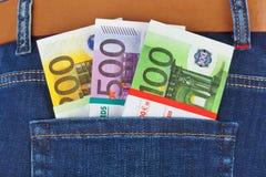 Dinheiro no bolso das calças de brim Imagens de Stock