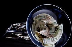 Dinheiro no chifre francês Bell fotografia de stock royalty free