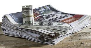 Dinheiro no jornal da cópia Fotos de Stock Royalty Free