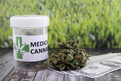 Dinheiro obtido do contrabando médico do cannabis fotografia de stock
