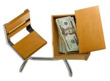 Dinheiro para a instrução dentro da mesa Imagens de Stock