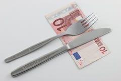 Dinheiro para o alimento - cutelaria com conta Fotografia de Stock Royalty Free