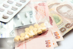 Dinheiro para a taxa médica, taxa médica para a vida Imagens de Stock Royalty Free
