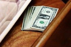 Dinheiro sob o colchão Fotografia de Stock Royalty Free