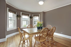 Dining room with mauve walls Royalty Free Stock Photography