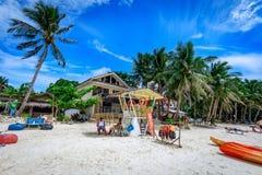 Diniwid海滩视图,白沙子海滩在菲律宾的博拉凯海岛 库存图片