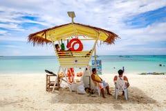 Diniwid海滩视图,白沙子海滩在菲律宾的博拉凯海岛 免版税库存照片