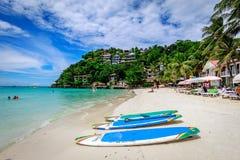 Diniwid海滩视图,白沙子海滩在菲律宾的博拉凯海岛 库存照片