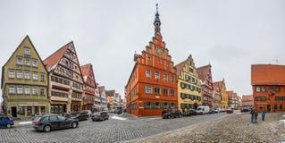 Dinkelsbà ¼hl, Bayern, Tyskland - gatan beskådar dropp Fotografering för Bildbyråer