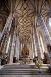 DINKELSBUHL TYSKLAND - JUNI 22: Inre av gotiska Sts George domkyrka Royaltyfri Bild