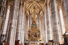 DINKELSBUHL TYSKLAND - JUNI 22: Inre av gotiska Sts George domkyrka Arkivbild