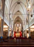 DINKELSBUHL TYSKLAND - OKTOBER 02 2016: Inre av kyrkan av St George i Dinkelsbuhl, Bayern Det är a Royaltyfria Foton
