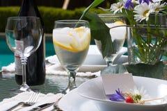 dinner outside setting table Στοκ Φωτογραφίες