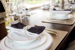 Dinnerware bordlägger på arkivbild