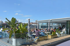 dinning户外在悉尼新南威尔斯Aus的澳大利亚人民 免版税库存照片