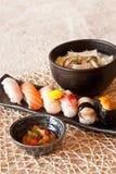 dinning的盘日本面条集合寿司 图库摄影