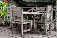 Dinning πίνακας κήπων Στοκ φωτογραφίες με δικαίωμα ελεύθερης χρήσης