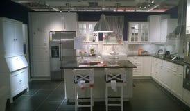 现代厨房和dinning的室 免版税库存照片