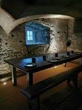 Dinning rum i ett gammalt stenar den husQuébec staden royaltyfri fotografi
