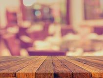 dinning tabelluppsättning för suddighet för bakgrundsanvändning royaltyfri foto