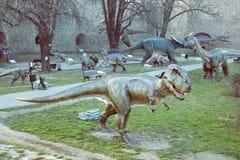 Dinosaurów eksponaty przy parkiem 2 Zdjęcia Royalty Free