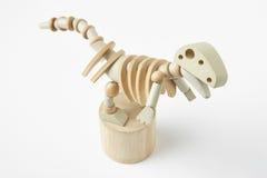 Dinosaur drewniana przegubna zabawka odizolowywająca na bielu Obraz Royalty Free