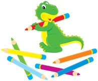 Dinosaur vert avec des crayons de couleur Photo libre de droits