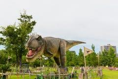Dinosaure en parc photographie stock
