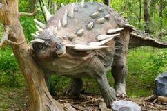 Dinosaure Gastonia modèle en parc de dinosaure photographie stock