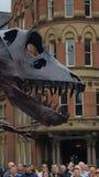 Dinosaurie på den Manchester dagen Royaltyfria Bilder