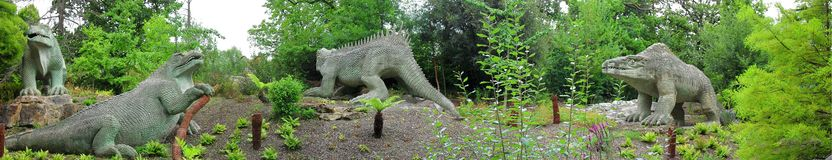 Dinosaurier Crystal Palace Park London - Panorama Lizenzfreies Stockfoto