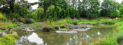 Dinosaurier Crystal Palace Park London - Panorama Stockbild
