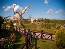 Dinosaurier parkerar i Leba Polen Royaltyfri Foto