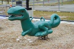 Dinosaurier sagen Brüllen, an einem Spielplatz der Kinder lizenzfreie stockbilder