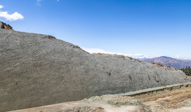 Dinosauriespår på Cal Orcko Wall - Sucre, Bolivia Royaltyfri Foto