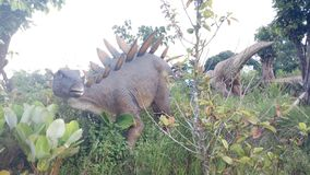 Dinosauriestaty Arkivfoton