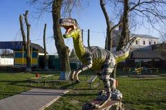 Dinosauriestaty royaltyfri bild