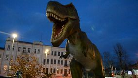 Dinosaurio verde y peligroso en parque metrajes