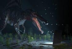Dinosauro che osserva sul calcolatore Fotografia Stock Libera da Diritti