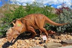 Dinosauro fuori di Tyrell Museum reale vicino a Drumheller, Alberta immagini stock