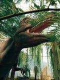 dinosauro nel giardino fotografie stock