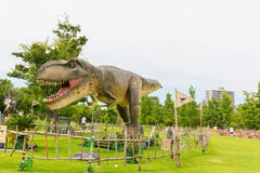 Dinosauro nel parco Immagine Stock