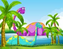Dinosaurus die pret in het meer hebben Stock Fotografie